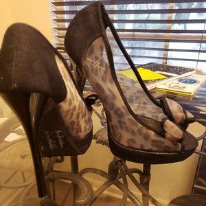Kardashian leopard and black heels!